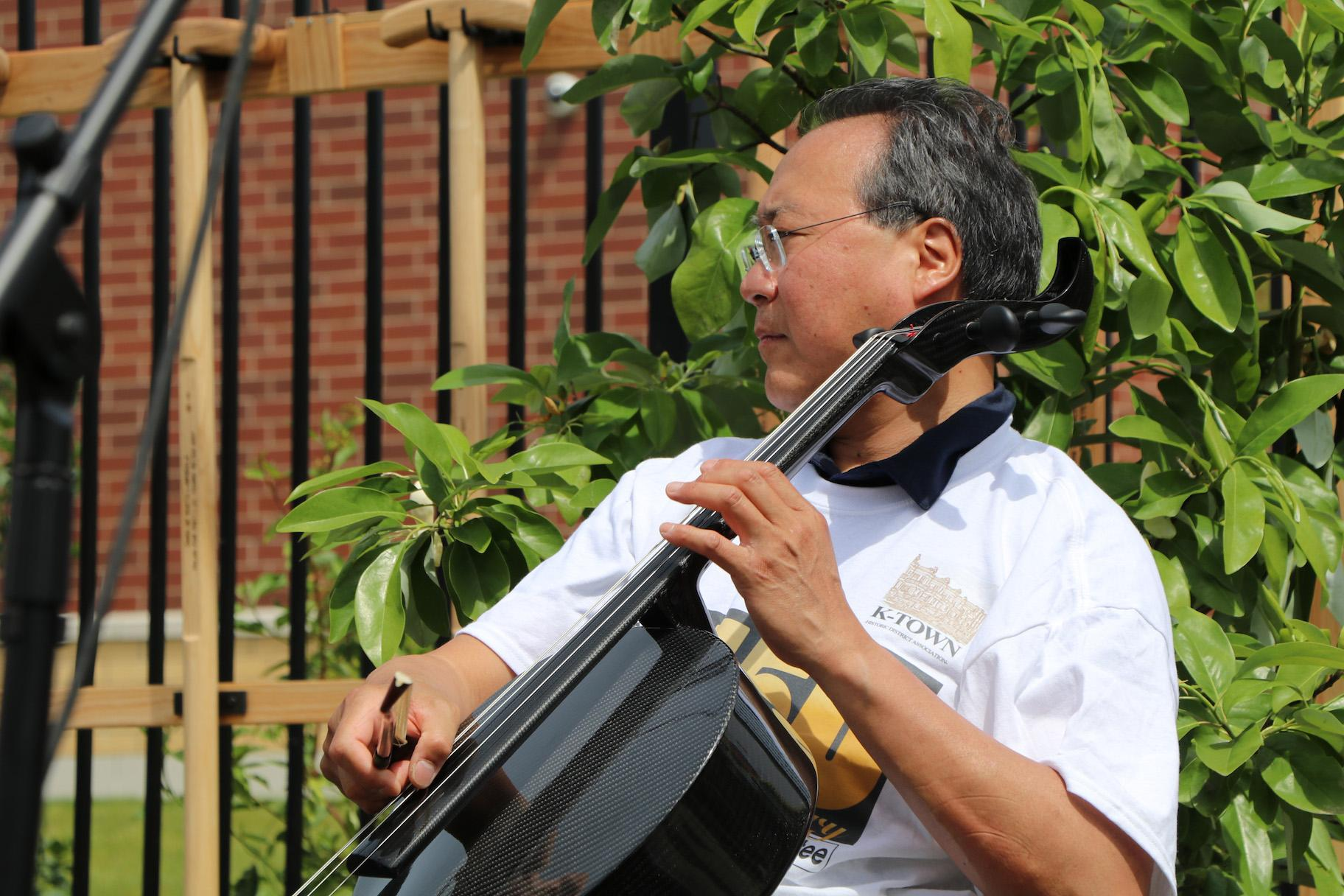 Yo-Yo Ma performs a composition by Baroque master Johann Sebastian Bach in Chicago's Unity Park on June 21, 2019. (Evan Garcia / WTTW)(Evan Garcia / WTTW)