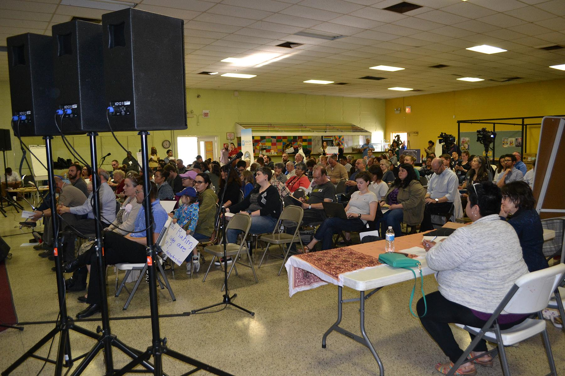 About 100 residents attended a public meeting Thursday to address manganese pollution on the Southeast Side. (Alex Ruppenthal / Chicago Tonight)