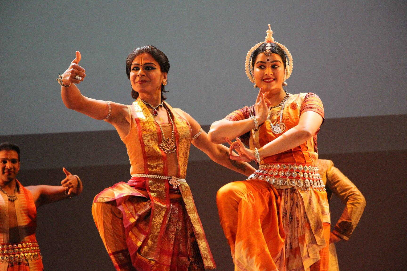 Laksha Dantran and Misha Talapatra perform. (Photo by Monika Bahroos)