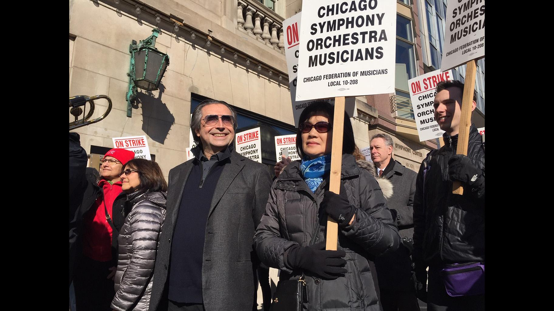 Conductor Riccardo Muti joins striking Chicago Symphony Orchestra musicians Tuesday, March 12, 2019 outside Symphony Center. (Eddie Arruza / WTTW News)