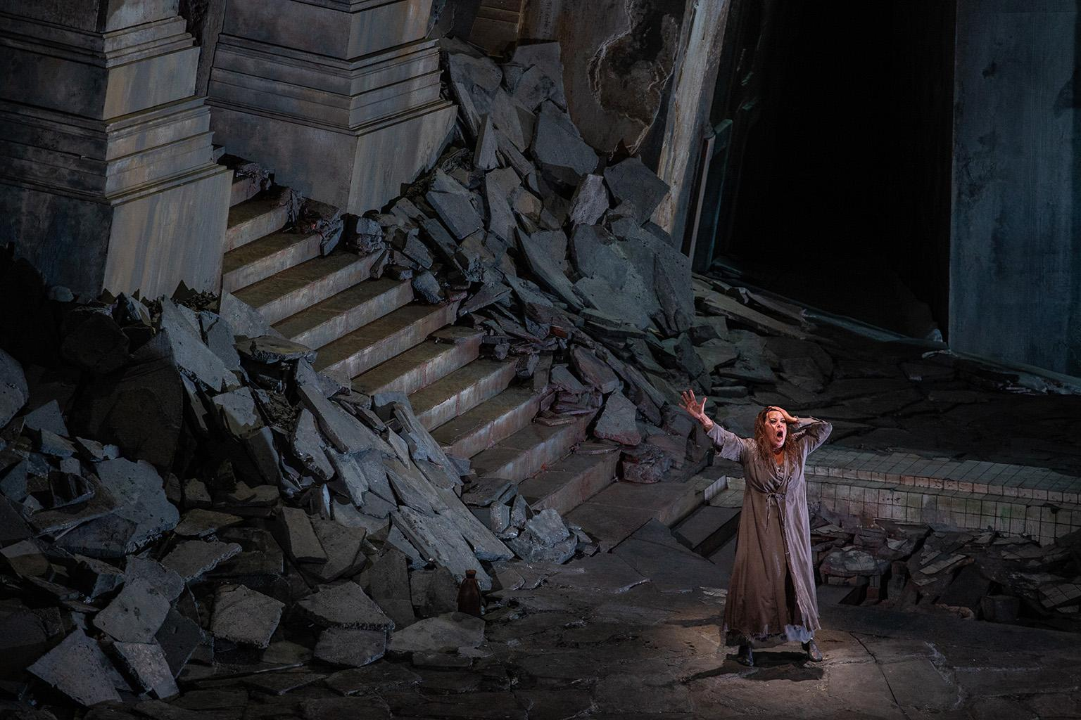 "Nina Stemme in ""Elektra."" (Credit: Lyric Opera of Chicago)"