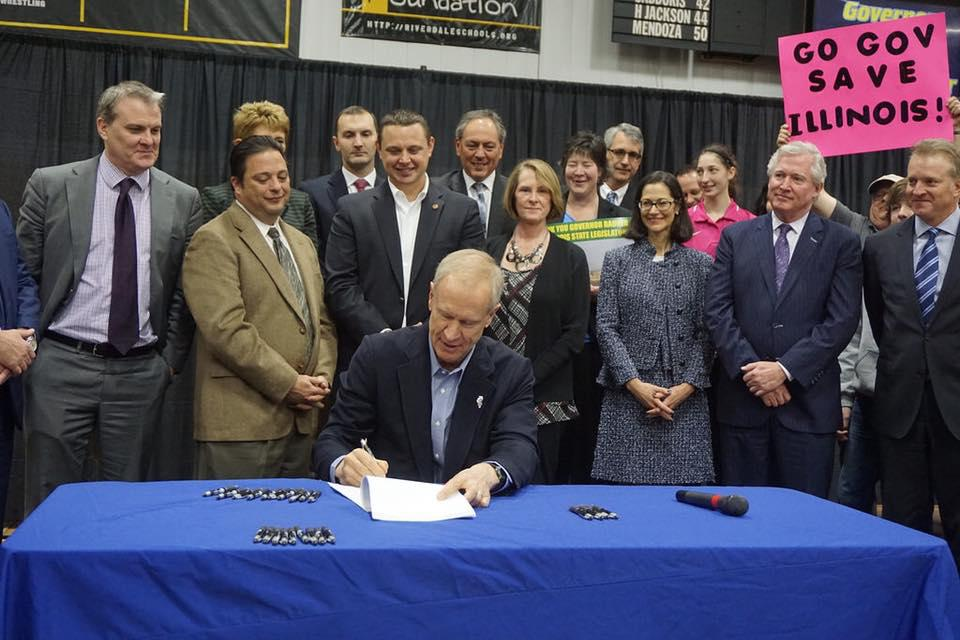 Gov. Bruce Rauner signs Illinois' Future Energy Jobs Bill on Dec. 7. (Illinois Environmental Council)