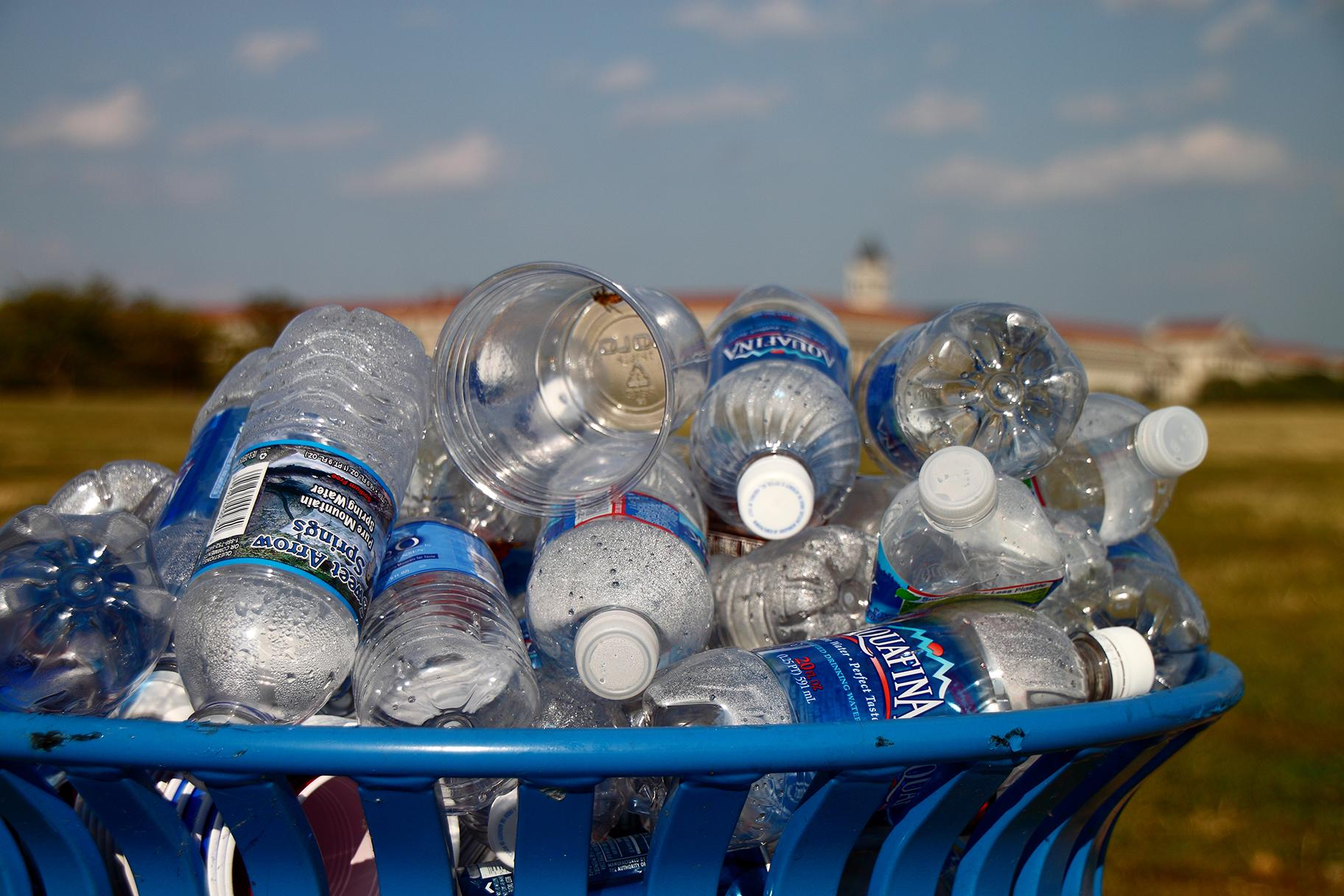 A recycling bin overflowing with water bottles on the National Mall in Washington, D.C., on Sept. 25, 2010. (Mr.TinDC / Flickr)