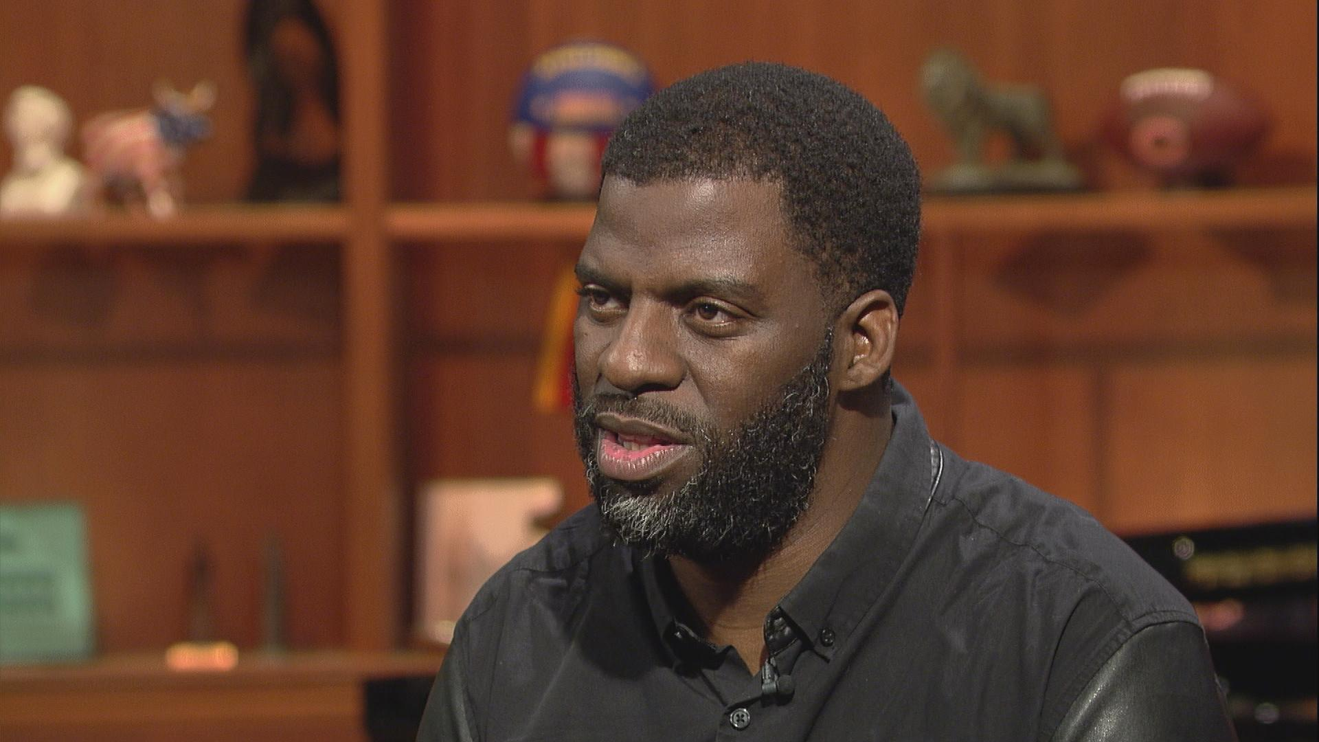 "Che ""Rhymefest"" Smith appears on Chicago Tonight in August 2016."