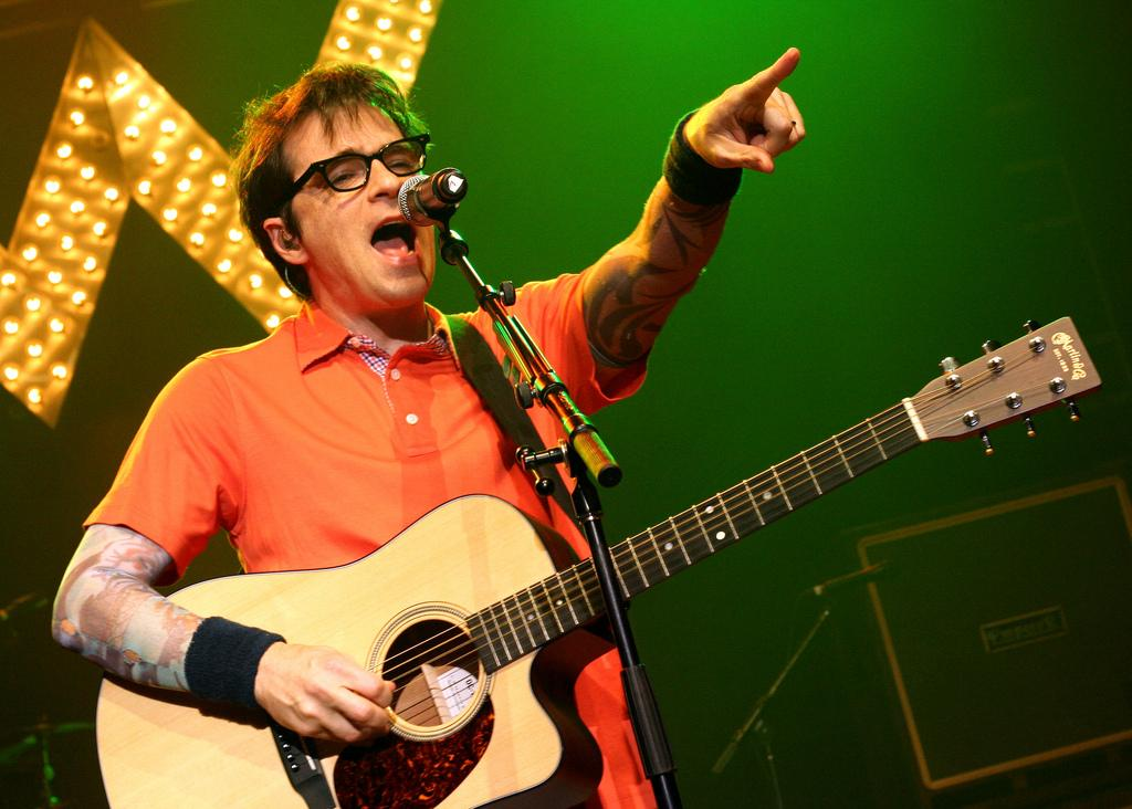 Weezer's Rivers Cuomo performs. (Tankboy / Flickr)