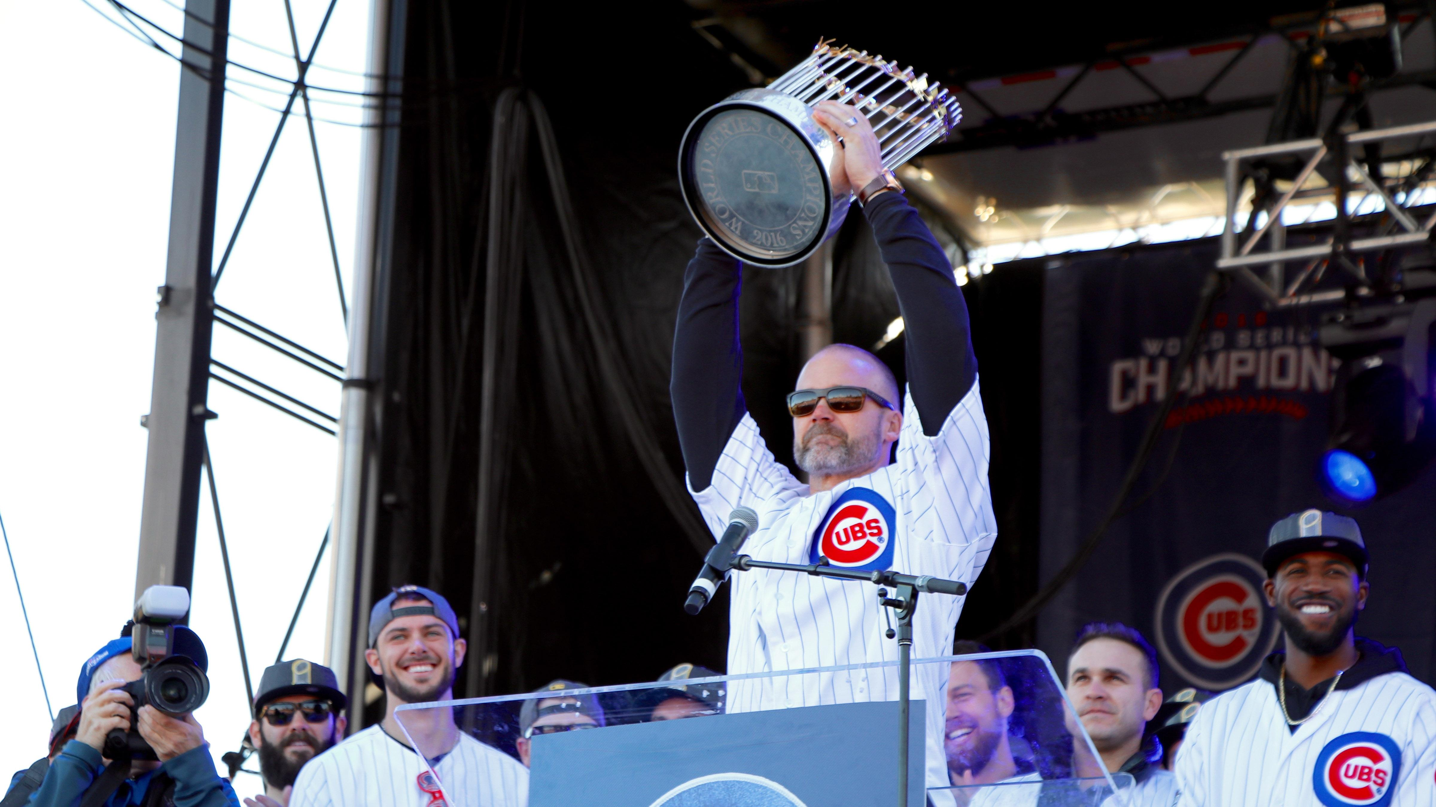 95d7d6a6fd9 Cubs player David Ross lets out an enthusiastic greeting to fans. (Evan  Garcia   Chicago Tonight)