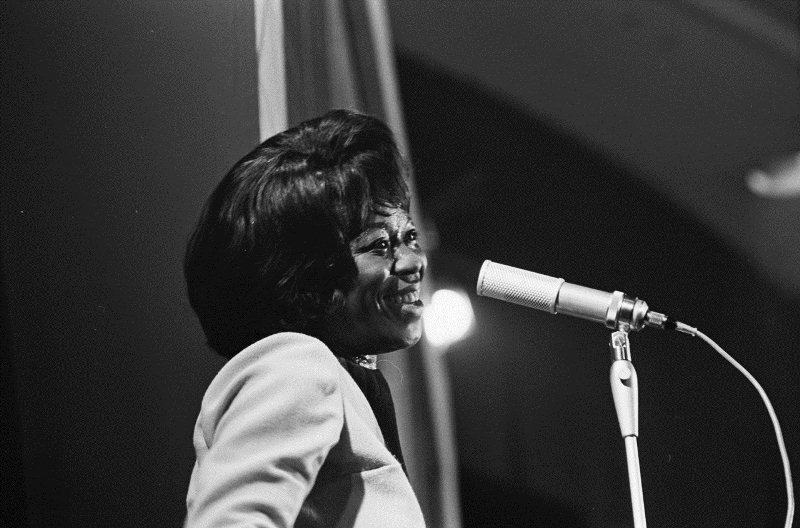 Sarah Vaughan performs at the Grand Gala du Disque Populaire in the Netherlands in 1963. (Nationaal Archief, Den Haag, Rijksfotoarchief: Fotocollectie Algemeen Nederlands Fotopersbureau (ANEFO) via Wikimedia Commons)