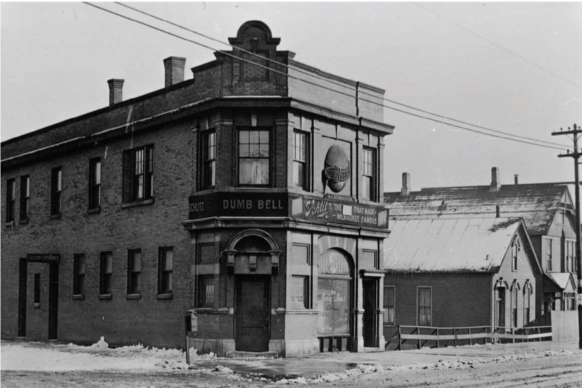 The Schlitz tied house as it appeared in the 1910s or 1920s. (Courtesy Chicago History Museum)