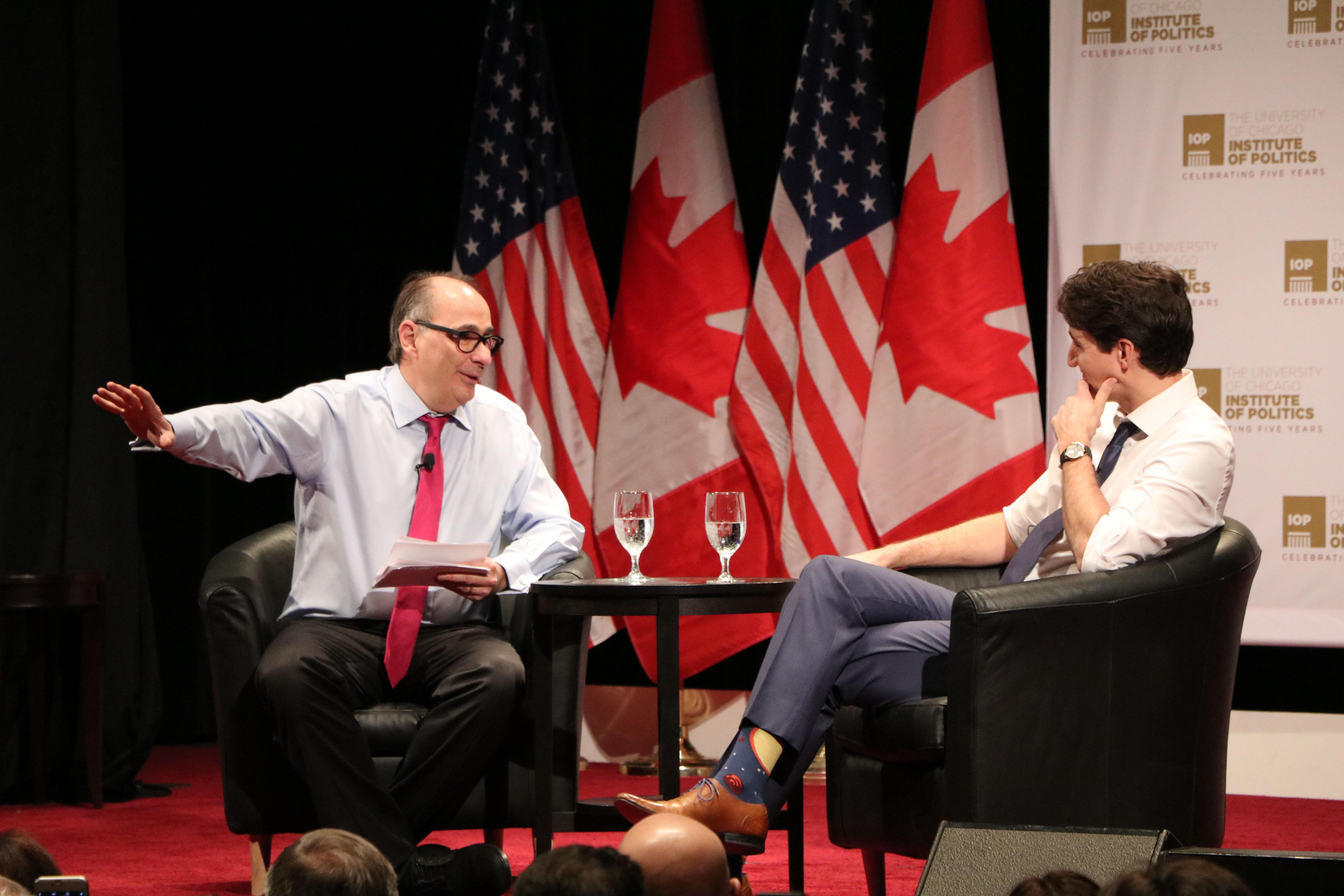 IOP founder and director David Axelrod asks Trudeau a question. (Evan Garcia / Chicago Tonight)