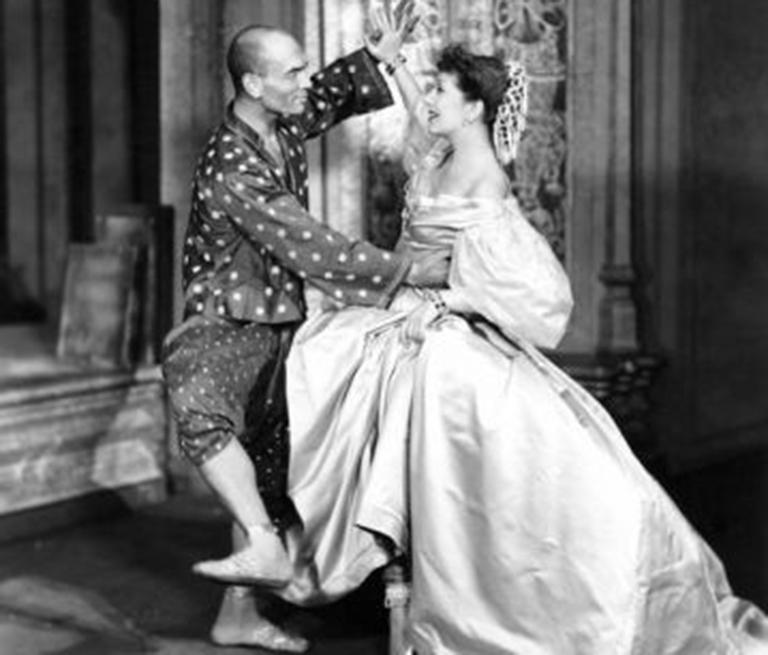 Gertrude Lawrence and Yul Brynner as Anna and the King