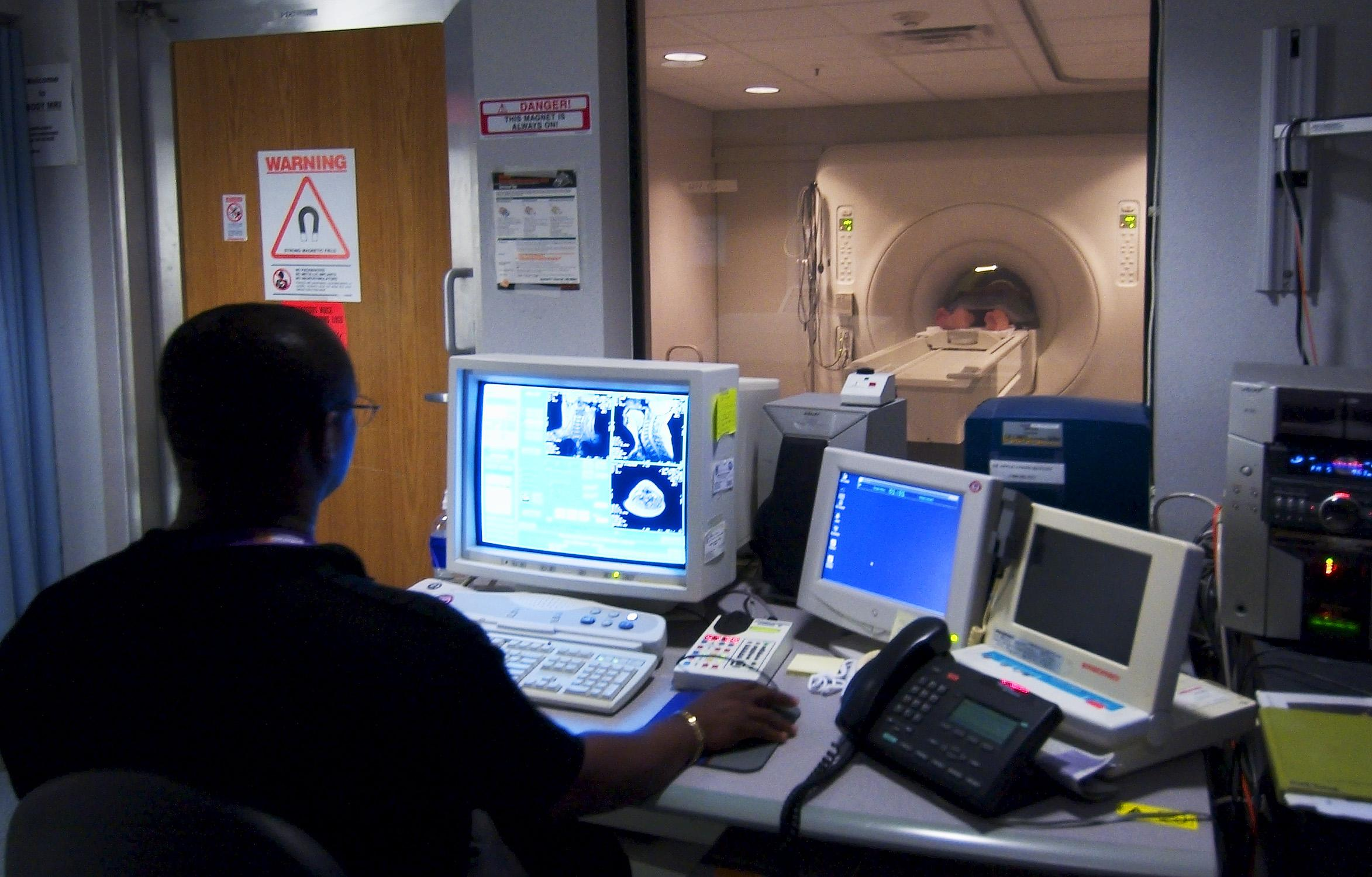Researchers used resting-state functional magnetic resonance imaging (fMRI) to measure brain activity. (U.S. Navy / Wikimedia Commons)