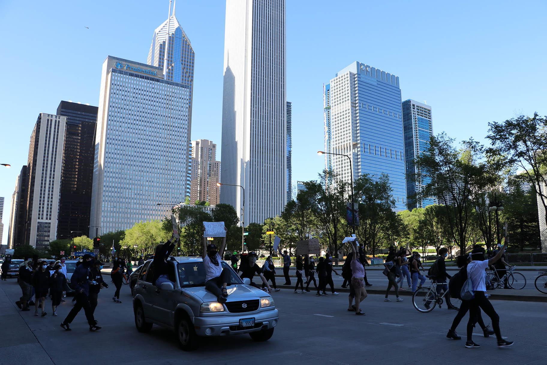 Protesters on foot and in vehicles move southward on Michigan Avenue during protests Saturday in response to the death of George Floyd. (Evan Garcia / WTTW News)