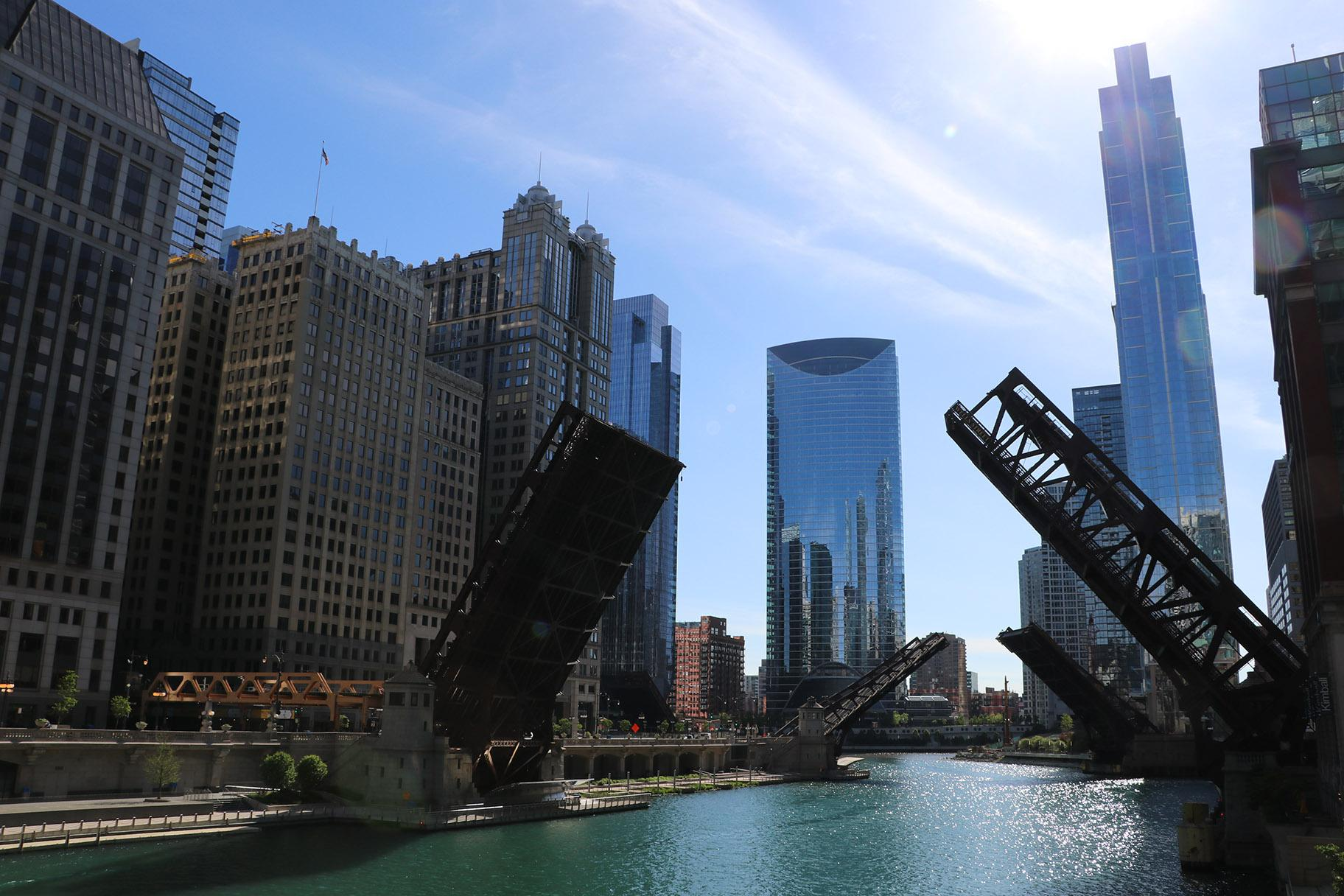 Most of the drawbridges spanning the Chicago River were lifted, presumably to control crowds, during protests Sunday. (Evan Garcia / WTTW News)