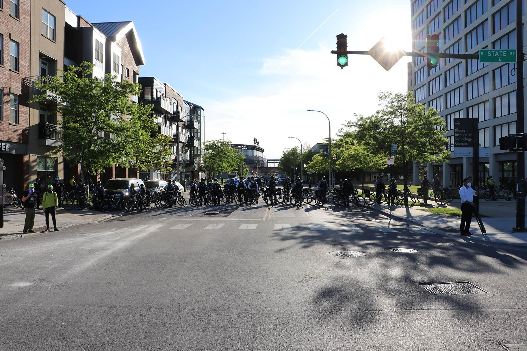 Police officers form a line to block the west side of State Street. (Evan Garcia / WTTW News)