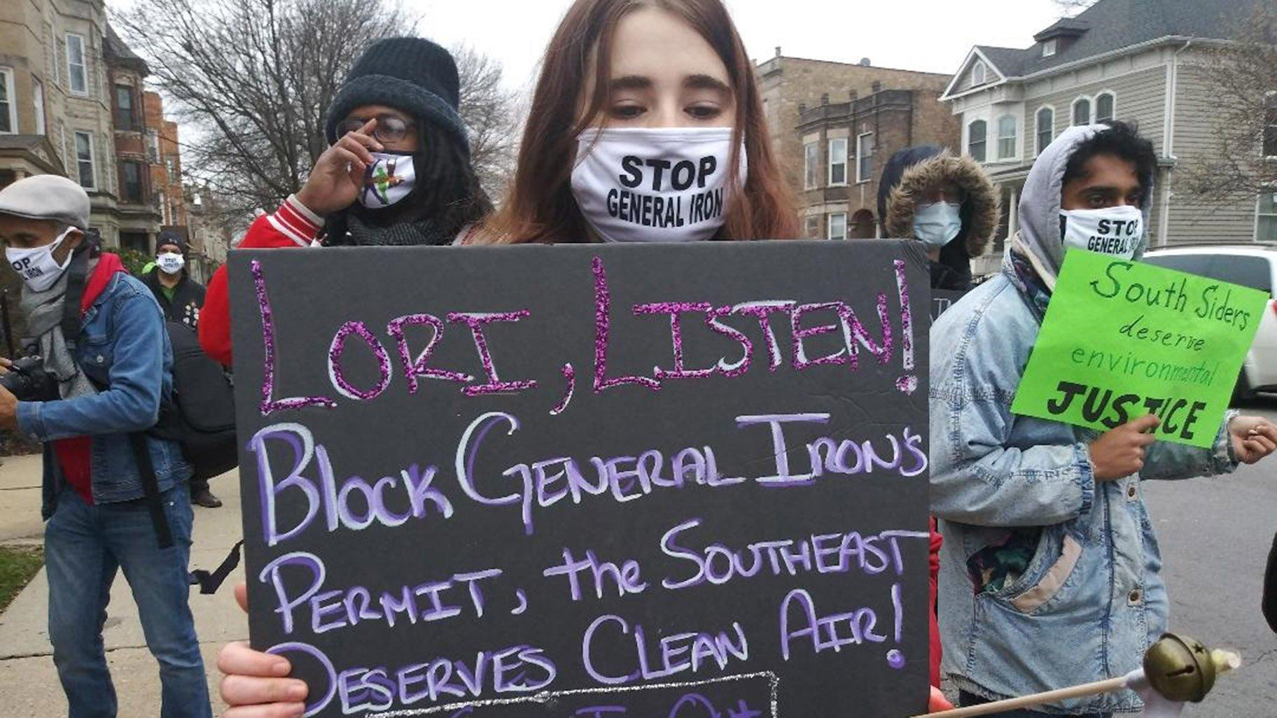 Protesters gather near the Logan Square home of Mayor Lori Lightfoot to voice their opposition to General Iron's plans to move to the Southeast Side on Saturday, Nov. 14, 2020. (Annemarie Mannion / WTTW News)