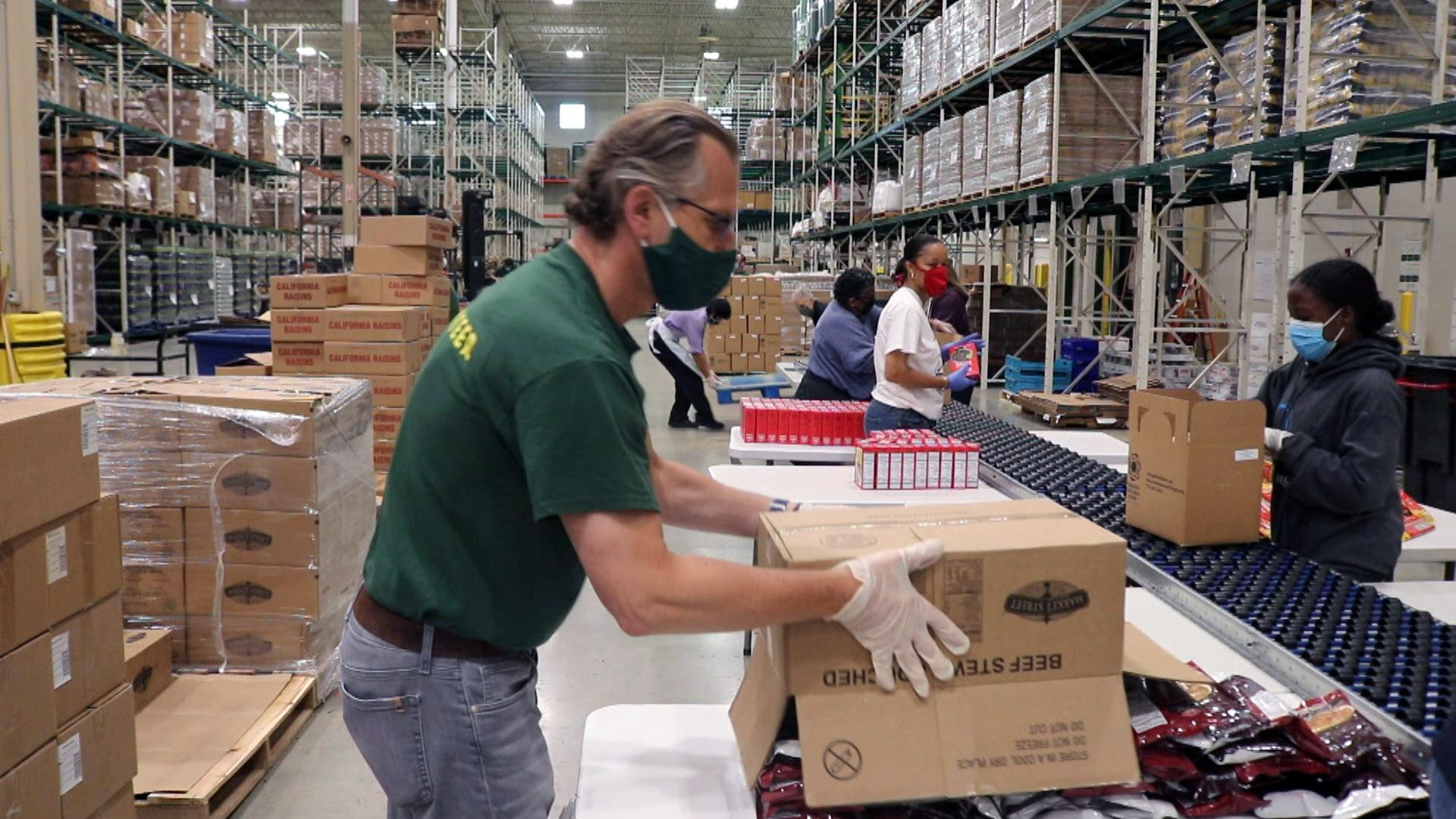 The Greater Chicago Food Depository supplies food pantries across the Chicago area. (WTTW News)