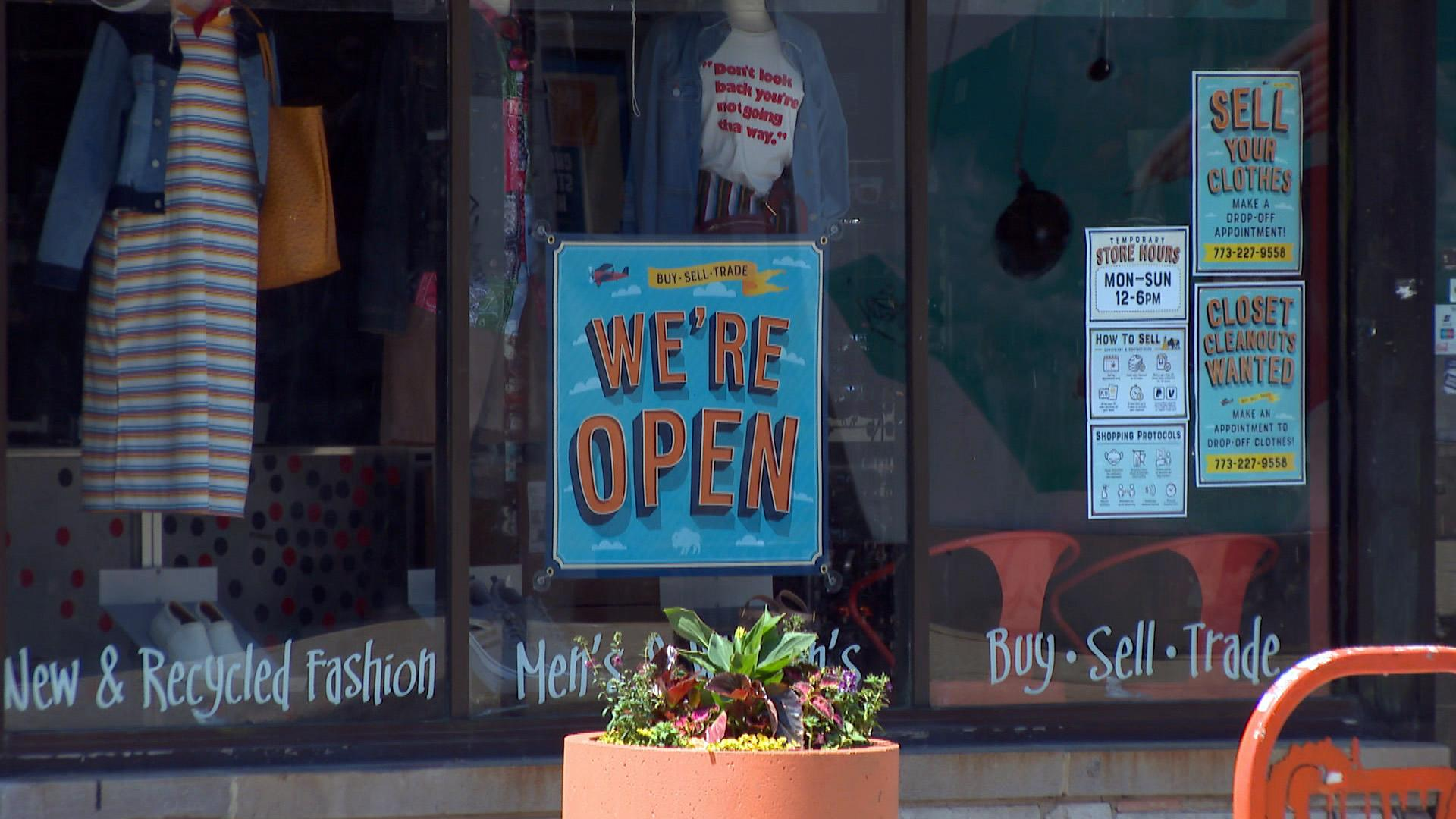 A small business in Wicker Park highlights its opening hours in 2020. (WTTW News)