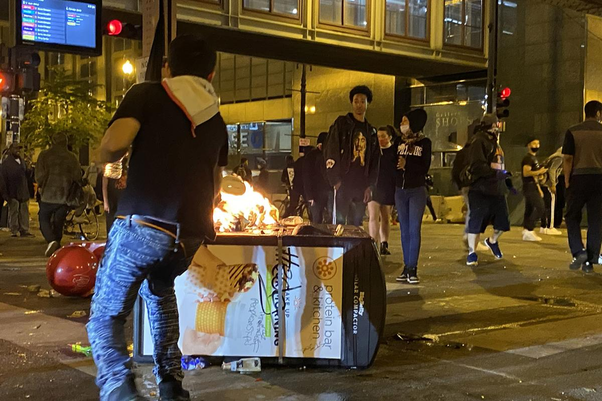 A chaotic scene in Chicago on Saturday, May 30, 2020. (Hugo Balta / WTTW News)