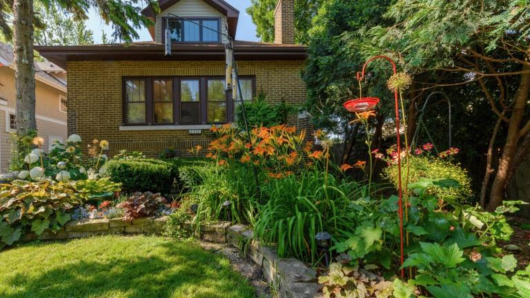 The 2020 winner in the front garden category. (Courtesy of Chicago Bungalow Association)