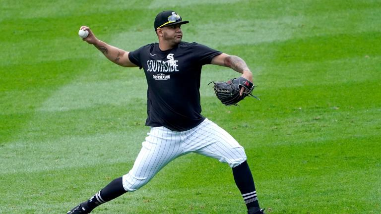Chicago White Sox's Carlos Rodon throws a short pitching session after Game 4 of an ALDS baseball game was postponed due to a forecast of inclement weather Monday, Oct. 11, 2021, in Chicago. The makeup game is scheduled for Tuesday afternoon at Guaranteed Rate Field. (AP Photo / Charles Rex Arbogast)