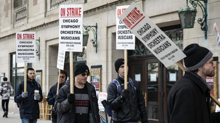 Musicians of the Chicago Symphony Orchestra go on strike and walk the picket line outside the doors of Orchestra Hall on Michigan Avenue, Monday, March 11, 2019. (Ashlee Rezin / Chicago Sun-Times via AP)