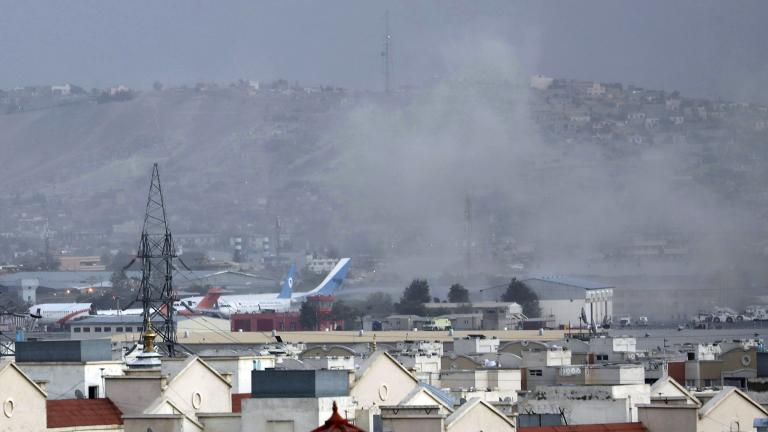 Smoke rises from a deadly explosion outside the airport in Kabul, Afghanistan, Thursday, Aug. 26, 2021. (AP Photo / Wali Sabawoon)