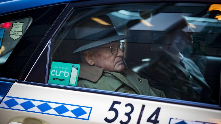 Ald. Ed Burke, 75, departs in a taxi after following his release after turning himself in at the Dirksen Federal Courthouse on Thursday, Jan. 3, 2019. (Brian Cassella / Chicago Tribune via AP)