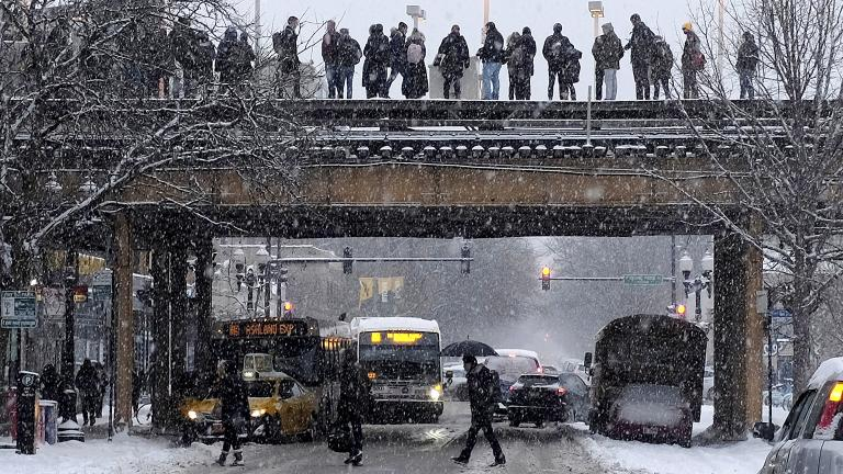 Commuters wait for a train as snow falls Monday, Jan. 28, 2019, in Chicago. (AP Photo / Kiichiro Sato)