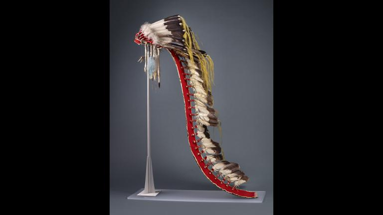 An Apsáalooke war bonnet with a long tail, indicating that it was worn by only chiefs or accomplished warriors. (John Weinstein / Field Museum)