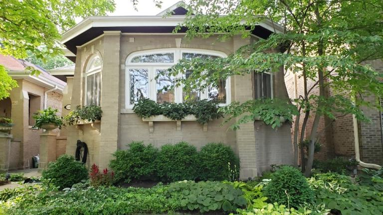 2019 front garden runner-up. (Chicago Bungalow Association)