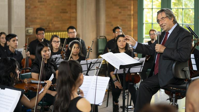 A community music rehearsal with the Chicago West Community Music Center and Riccardo Muti at the Columbus Park Refectory. (Photo by Todd Rosenberg)