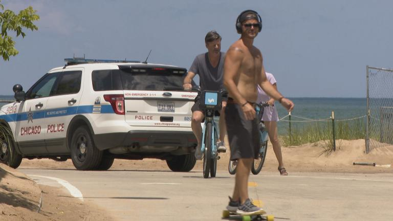 Chicagoans try to beat the heat along the lakefront trail in early July. (WTTW News)