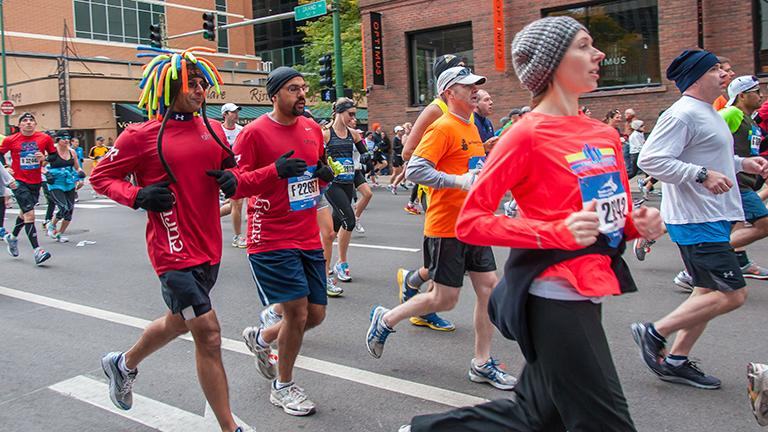 Runners hit the streets for the 35th annual Chicago Marathon in 2012. (Brad Hagan / Flickr)