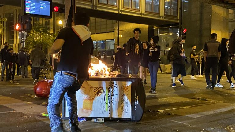 A chaotic scene in downtown Chicago on the evening of Saturday, May 30, 2020. (Hugo Balta / WTTW News)