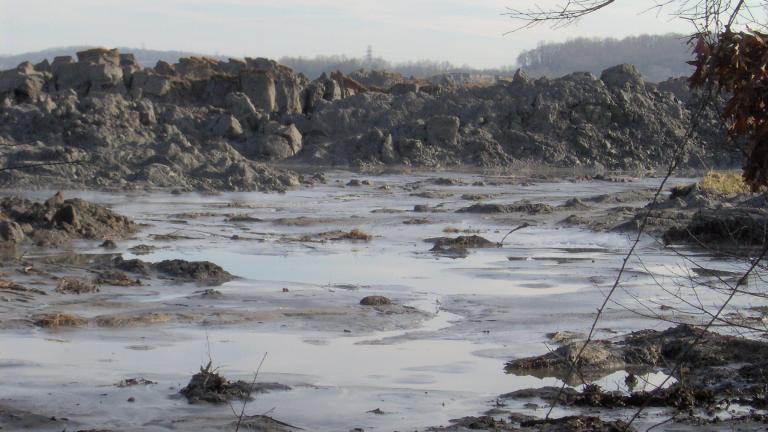 Piles of coal ash after a 2008 spill at the Kingston Fossil Plant in Tennessee. (Brian Stansberry / Wikimedia Commons)