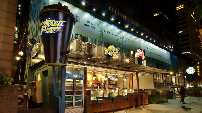 A Garrett Popcorn Shop in front of Liat Towers in Singapore (Erwin Soo / Wikimedia Commons)