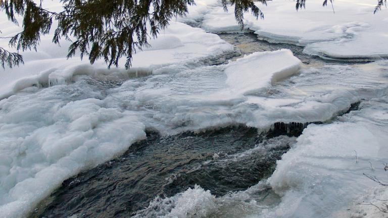 River ice. (ArtTower / Pixabay)
