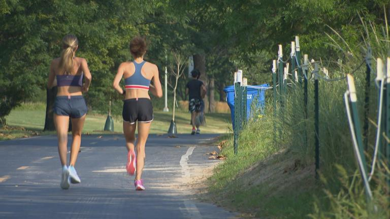 Runners enjoy Chicago's lakefront trail. (WTTW News)