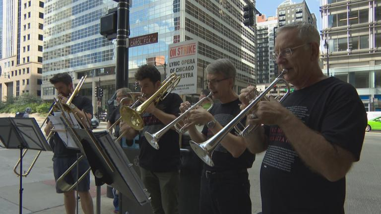 Members of the Chicago Lyric Opera Orchestra strike on Oct. 9, 2018. (Chicago Tonight)