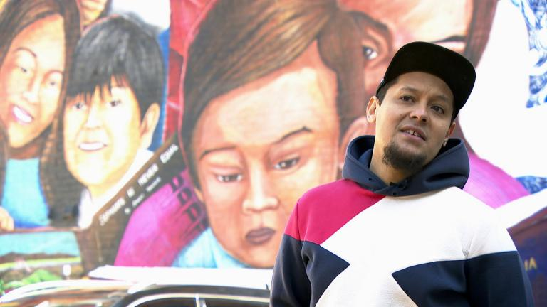 "Artist Mateo Zapata talks about the mural ""Somos Pilsen."" (WTTW News)"