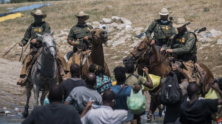 U.S. Customs and Border Protection mounted officers attempt to contain migrants as they cross the Rio Grande from Ciudad Acuña, Mexico, into Del Rio, Texas, Sunday, Sept. 19, 2021. (AP Photo / Felix Marquez)