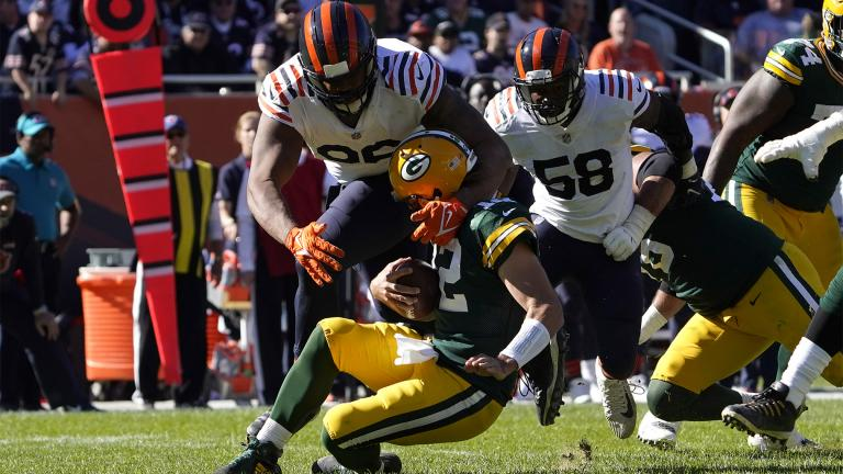 Chicago Bears defensive end Akiem Hicks sacks Green Bay Packers quarterback Aaron Rodgers as inside linebacker Roquan Smith watches during the second half of an NFL football game Sunday, Oct. 17, 2021, in Chicago. (AP Photo / David Banks)