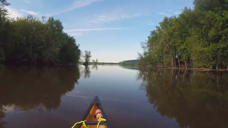 Paddling along the Mississippi (Courtesy of Paul Meincke)