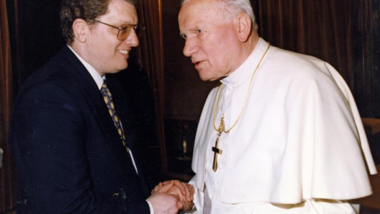 Sir Gilbert Levine (left) and Pope John Paul II