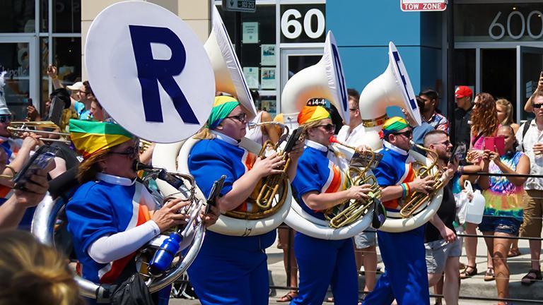 2015 Chicago Pride Parade. (opacity / Flickr)