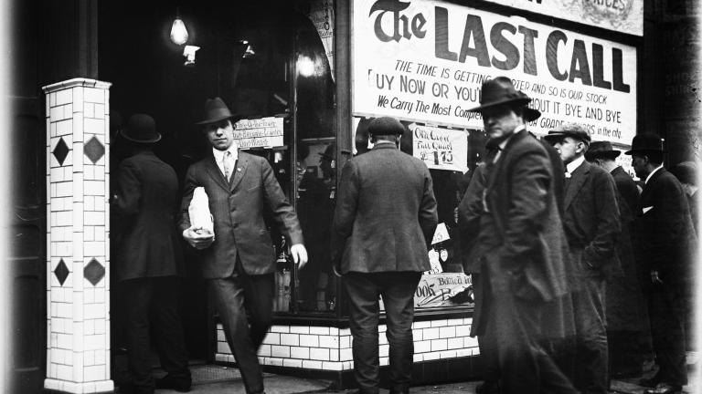 """Detroit citizens heeding """"last call"""" in final days before Prohibition, 1920."""