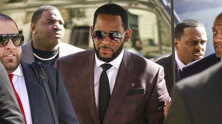 In this June 26, 2019 file photo, R&B singer R. Kelly, center, arrives at the Leighton Criminal Court building for an arraignment on sex-related felonies in Chicago. (AP Photo / Amr Alfiky, File)