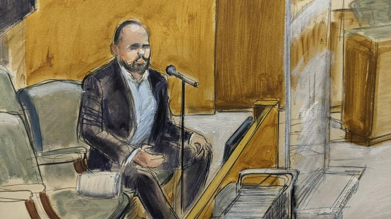 In this courtroom artist's sketch, former R. Kelly employee Tom Arnold testifies at the R&B star's trial in New York, Thursday, Aug. 19, 2021. (AP Photo / Elizabeth Williams)