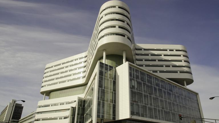 """Rush University Medical Center is one of three Chicago hospitals to earn 10 consecutive """"A"""" grades by the Leapfrog Group. (Nathan Hicks / Wikimedia Commons)."""