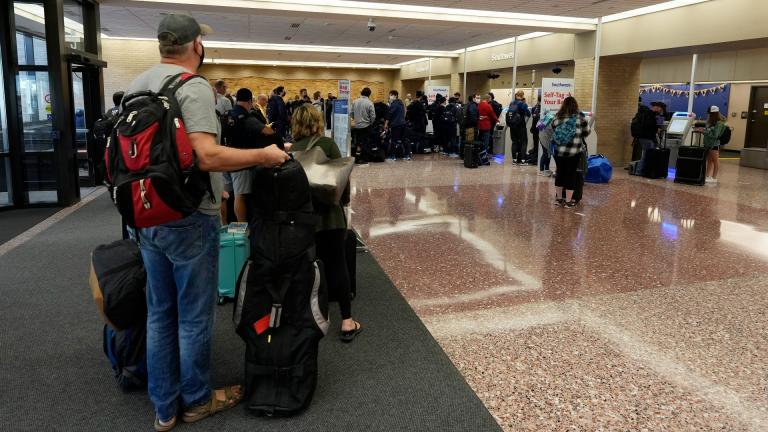 Passengers queue up at the ticketing counter for Southwest Airlines flights in Eppley Airfield Sunday, Oct. 10, 2021, in Omaha, Nebraska. Southwest Airlines canceled hundreds of flights over the weekend, blaming the woes on air traffic control issues and weather. (AP Photo / David Zalubowski)